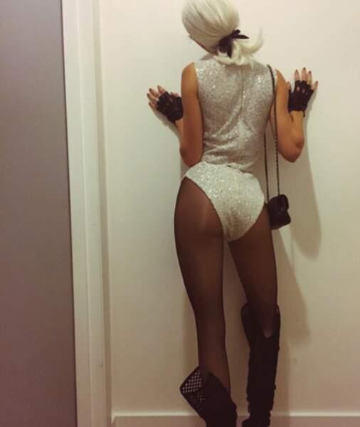 Karl Lagerfeld avait par ailleurs inspiré Kendall Jenner, toujours prête à montrer ses fesses.