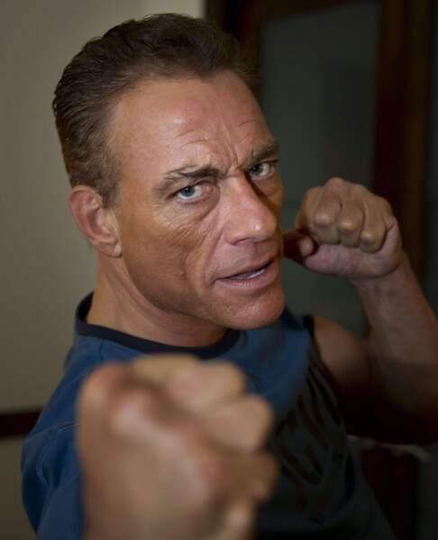 Jean-Claude Van Damme tiens ! On a pas trouvé meilleur dans le genre que l'acteur belge...