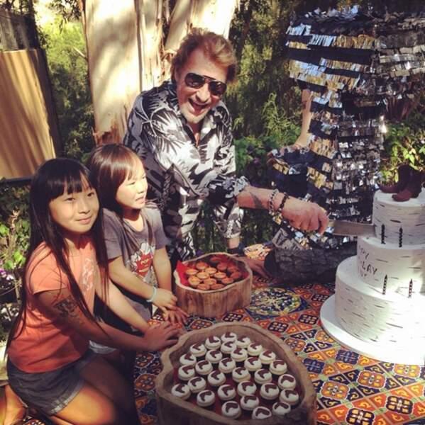 Ensemble, ils ont adopté deux petites filles : Jade, 11 ans, et Joy, 7 ans.