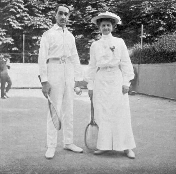 Associée à Max Decugis, Yvonne Pfeffel s'impose en double mixte en 1905 et 1906