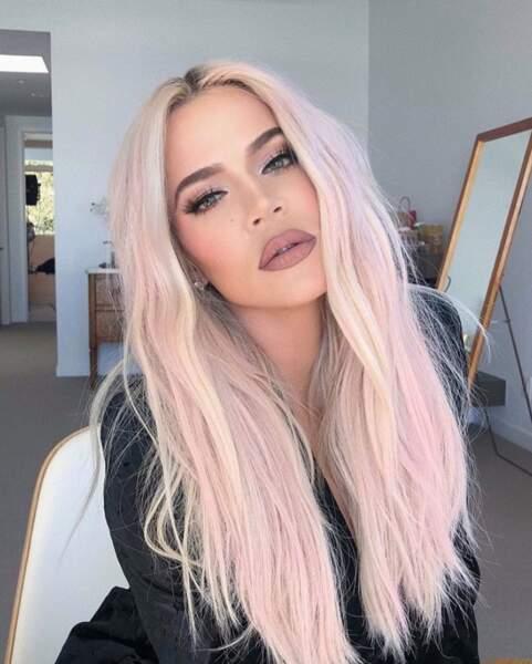 Pendant ce temps-là, Khloé Kardashian voyait la vie en rose.