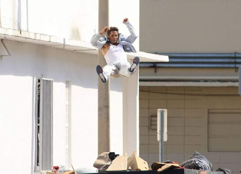 ... Mais pour ce qui est de sauter d'un toit dans des cartons, ça non !