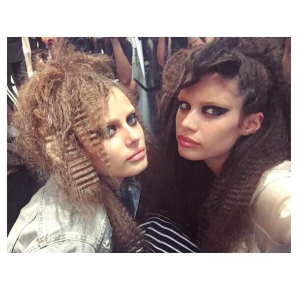 Et retour dans les années 90 pour Taylor Hill et Sara Sampaio au défilé Marc Jacobs. Bof, bof.
