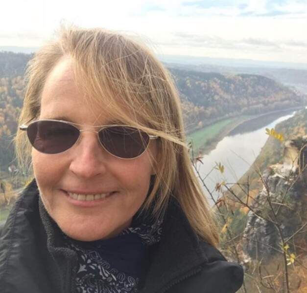 Vous avez froid ? Helen Hunt aussi, en altitude en Allemagne.