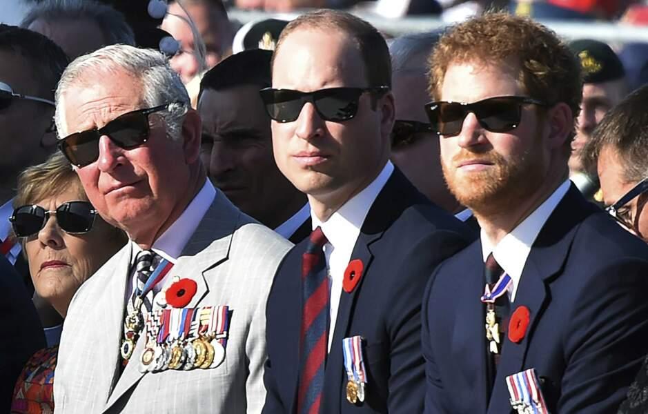 Le Duc de Sussex , le Duc de Cambridge et Le Prince de Galles assistent à une cérémonie commémorative. en 2017.