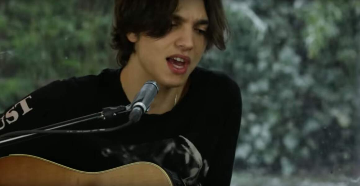 Il a sorti cette année son premier album, Naïf.