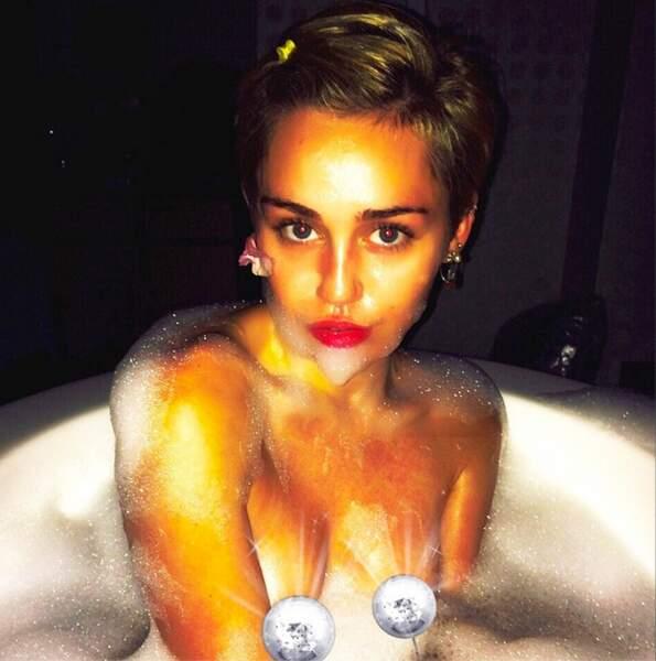 Et hop, une petite photo nue dans la baignoire ! Heureusement que Miley est douée en Photoshop !