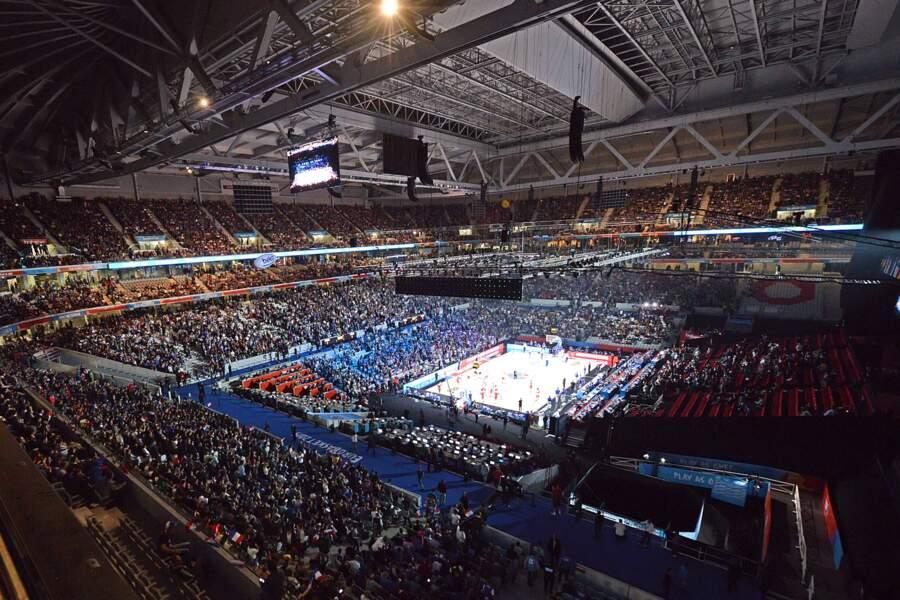 12 septembre, La France offre la plus grand arène de l'histoire au basket européen avec les 27 000 places de Lille
