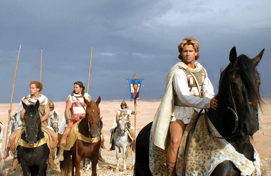 Colin Farrell a osé la jupette ET le blond dans Alexandre (2005)...