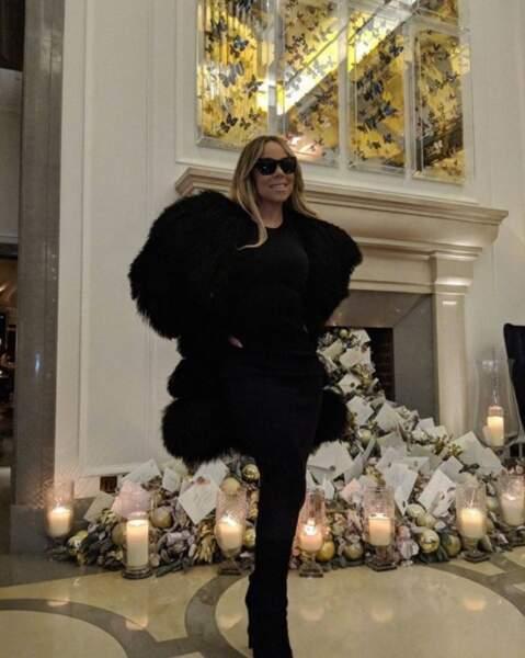 En vrac : on dirait que Mariah Carey n'a qu'une jambe sur cette photo et c'est plutôt rigolo.