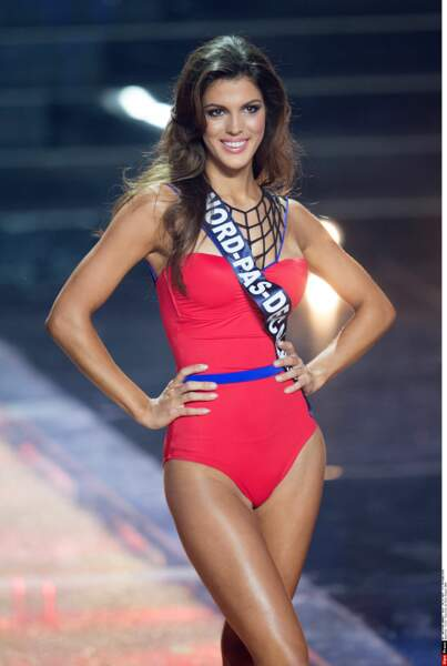 Iris en maillot de bain lors de l'élection de Miss France 2016