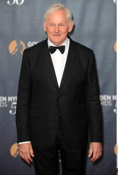 Victor Garber aussi aurait une classe à la James Bond