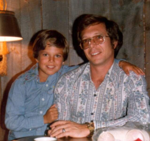 Le garçon, dont le père ressemble à James Spader, aura du succès en même temps que Matthew Fox et Neve Campbell