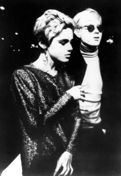 Après leur rencontre, Andy Warhol placera la top-model Edie Sedgwick au centre de plusieurs de ses films.