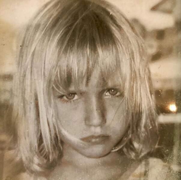Chloé Jouannet était de très bonne humeur sur ce cliché d'enfance.