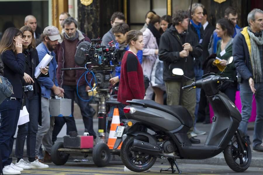 Depuis fin octobre, la belle Kristen Stewart est à Paris, où elle tourne Personal Shopper, d'Olivier Assayas