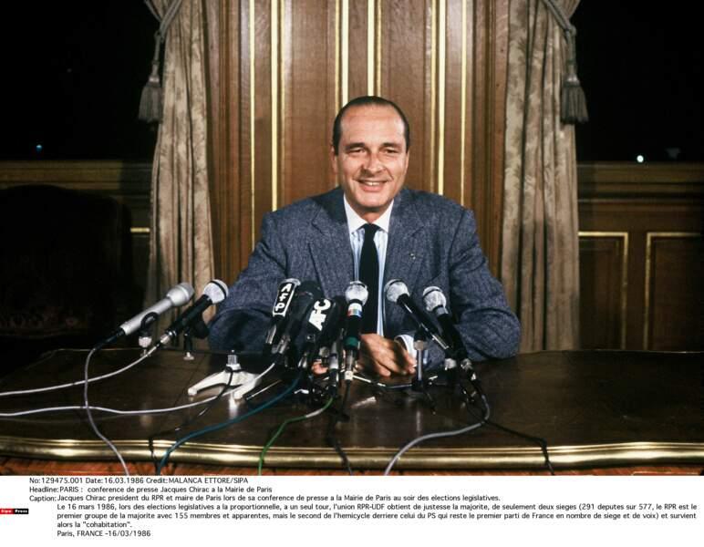 1986 : la proportionnelle aux législatives conduit à la première cohabitation. Mitterrand le nomme Premier ministre