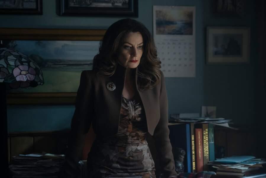 Mary Wardwell/Mme Satan est l'enseignante préférée de Sabrina. Michelle Gomez (Doctor Who) lui prête ses traits.