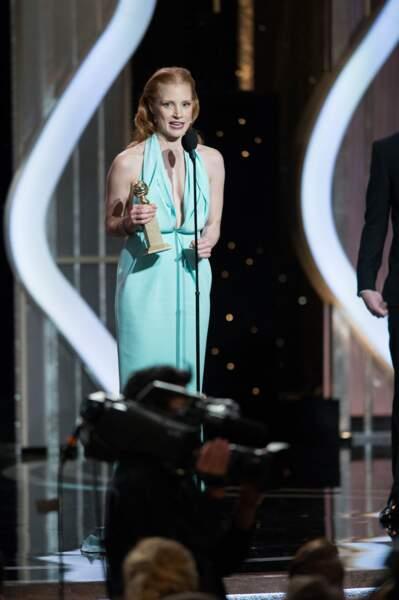 Jessica Chastain (dont la tenue était dramatique...) est la meilleure actrice dans un drame (Zero Dark Thirty).