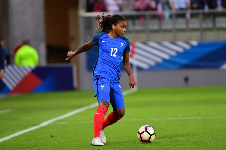 Elodie Thomis (2005/2017), ex-super attaquante des Bleues, va faire ses premiers pas télé pour le mondial sur TF1