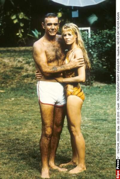 La toute jeune Kim Basinger, avec Sean Connery, dans Jamais plus jamais (1983)