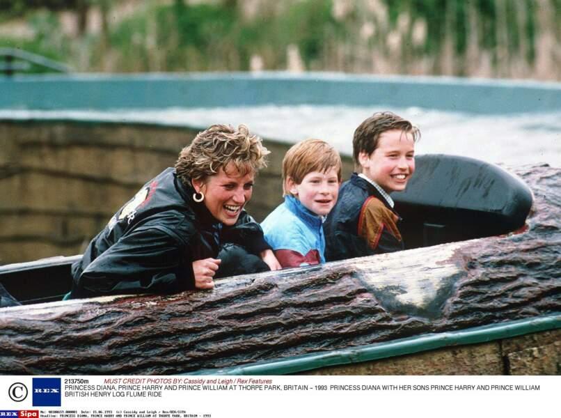 C'est le temps du bonheur ! rigolades au parc aquatique Thorpe en Angleterre, William a 11 ans, Harry 9 ans