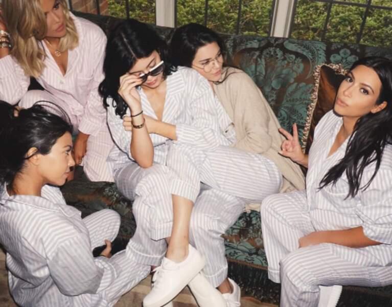 Pyjama party entre sisters, cette fois au complet.