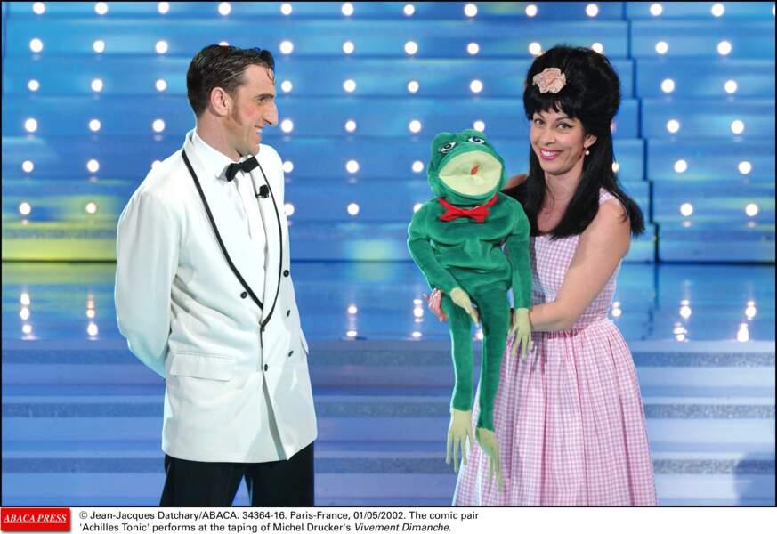 Avec un look rétro, Shirley (et Dino) a fait de sa robe Vichy rose et blanc sa marque de fabrique