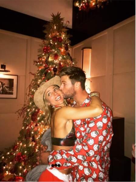 Le bisou de Noël pour Elsa Pataky et Chris Hemsworth