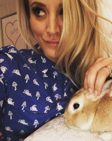 Kaley Cuoco a posé avec son adorable Simon.