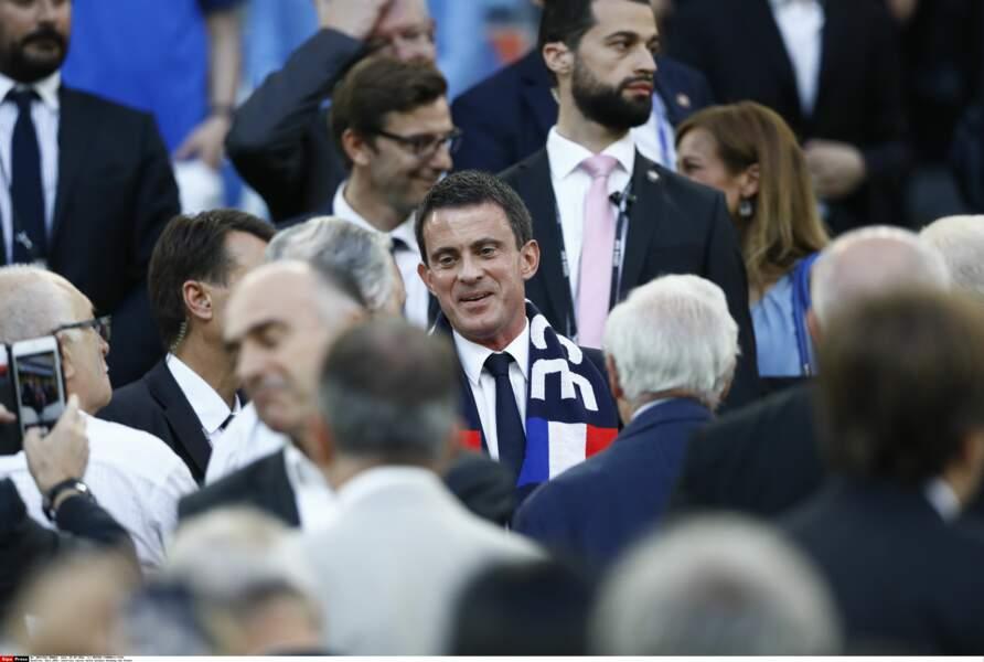 Les Bleus n'ont pas gagné par 49-3 mais Manuel Valls était quand même là
