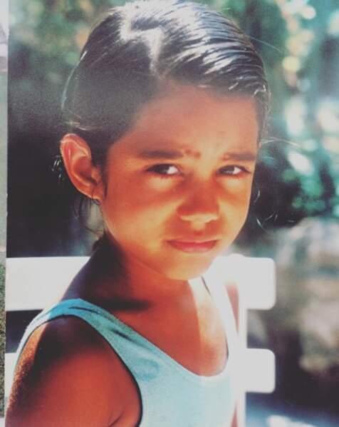 Cette petite fille est devenue présentatrice de JT ! Il s'agit... d'Emilie Tran Nguyen !