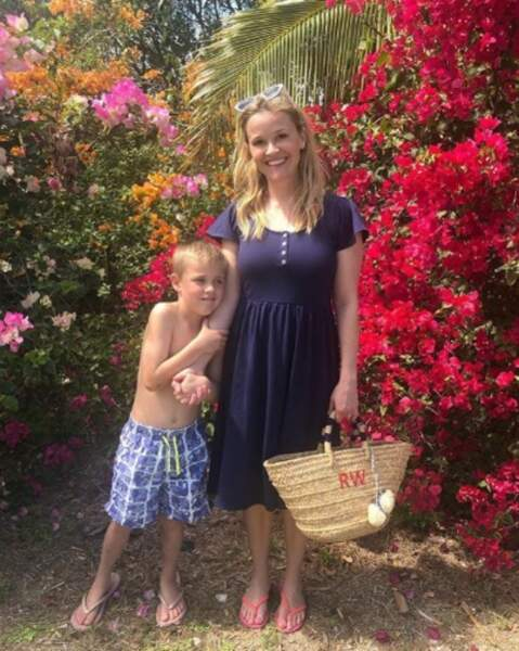 Et balade tropicale pour Reese Witherspoon et son fils Tennessee.