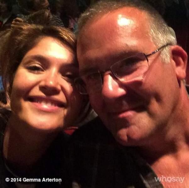 La comédienne est très proche de sa famille. La voilà avec son père !