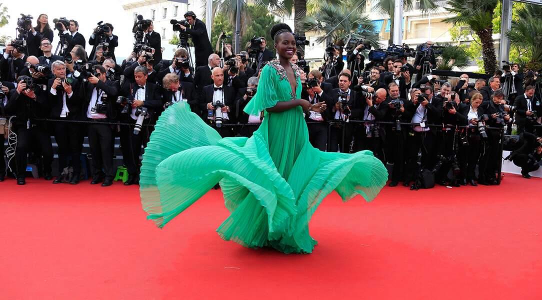 Lupita Nyong'o, sublime pour la première montée des marches du Festival de Cannes 2015