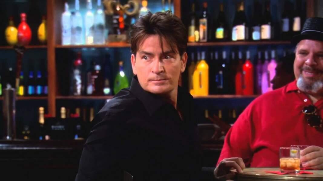 Charlie Sheen, célèbre pour son rôle dans Mon oncle Charlie, a créé la surprise en apparaissant dans la fiction