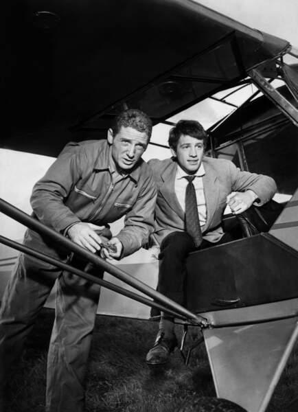1956 marque les débuts de Jean-Paul Belmondo dans Les copains du dimanche sous la direction de Henri Aisner