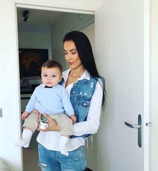 Julie Ricci pose avec son fils Gianni, né en septembre 2018