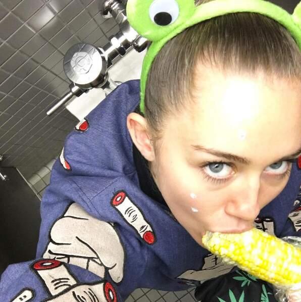 Elle adore en manger... aux toilettes !