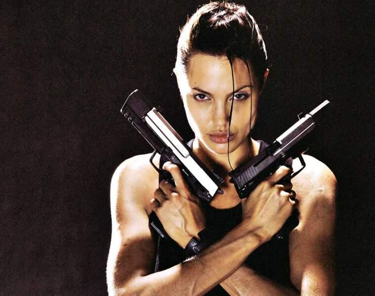 En 2001, elle incarne le personnage de jeux-vidéo Lara Croft