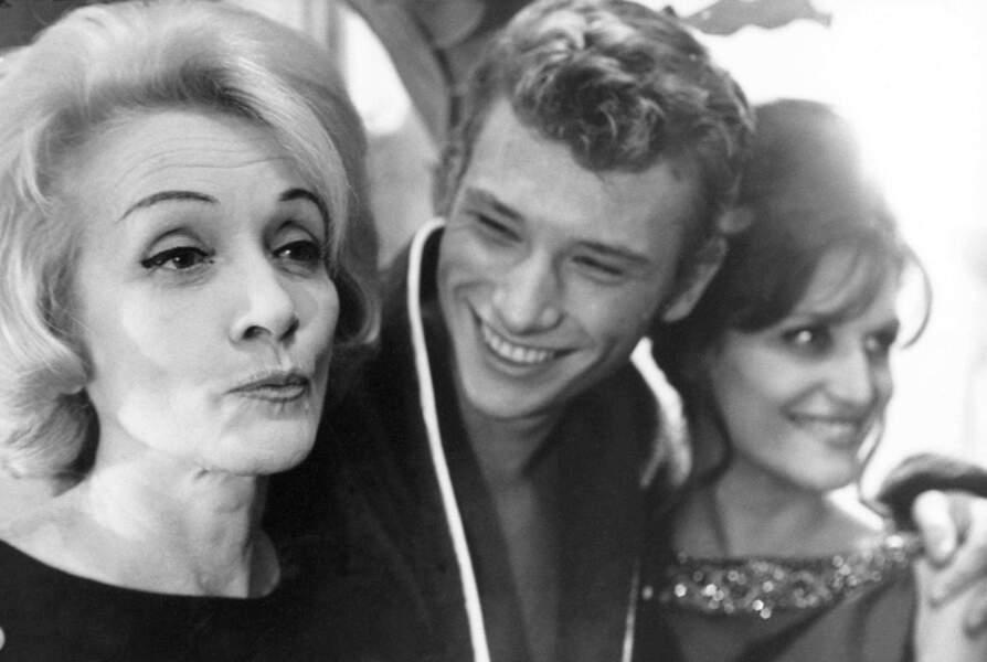 Début des années 60 : Dalida est une star au même titre que Marlene Dietrich et que le tout jeune Johnny.