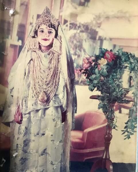 Méconnaissable dans sa tenue de fête : Leila Ben Khalifa.