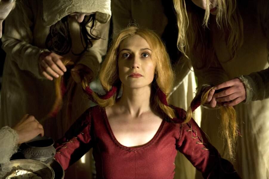 Les rôles de magiciennes semblent lui coller à la peau, avec ici Black Death où elle incarne une nécromancienne