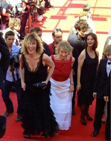 Valéria Bruni Tedeschi montent les marches avec sa maman