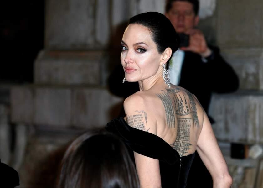 Angelina Jolie possède une bonne douzaine de tatouages sur le corps