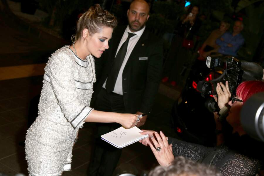L'actrice s'est adonné avec plaisir au jeu des autographes et selfies