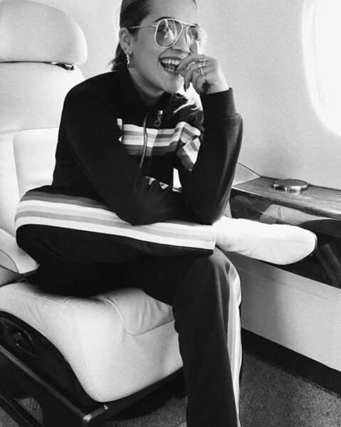 Et on se quitte sur ce beau cliché de Rita Ora en jet privé. Rien à dire, les people ont la belle vie !