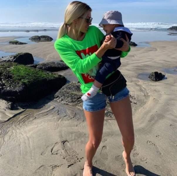 Et Mélanie Da Cruz a emmené son fils Swan à la plage au Portugal.