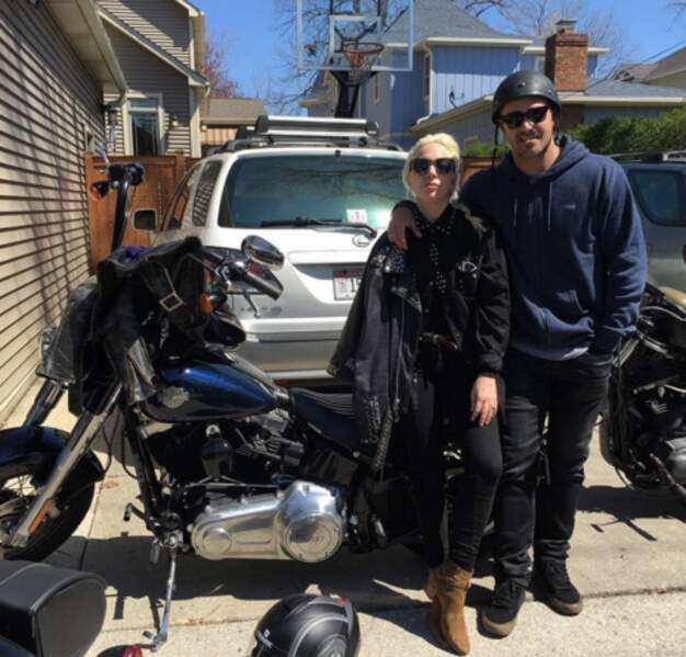Lady Gaga et son mec ne reconnaissaient plus personne en Harley-Davidson.