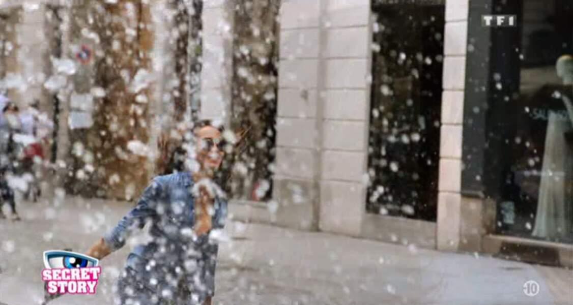 Ah, visiblement Leila se balade en tenue d'été sous la neige. Why not.